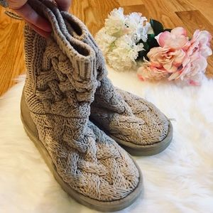 🌹UGG Tan Chunky Knit Slipper Boots  Size 5🌹
